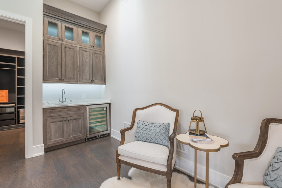 Real Estate Photography - 901 Bluff Rd, Glencoe, IL, 60022 - Sitting Room