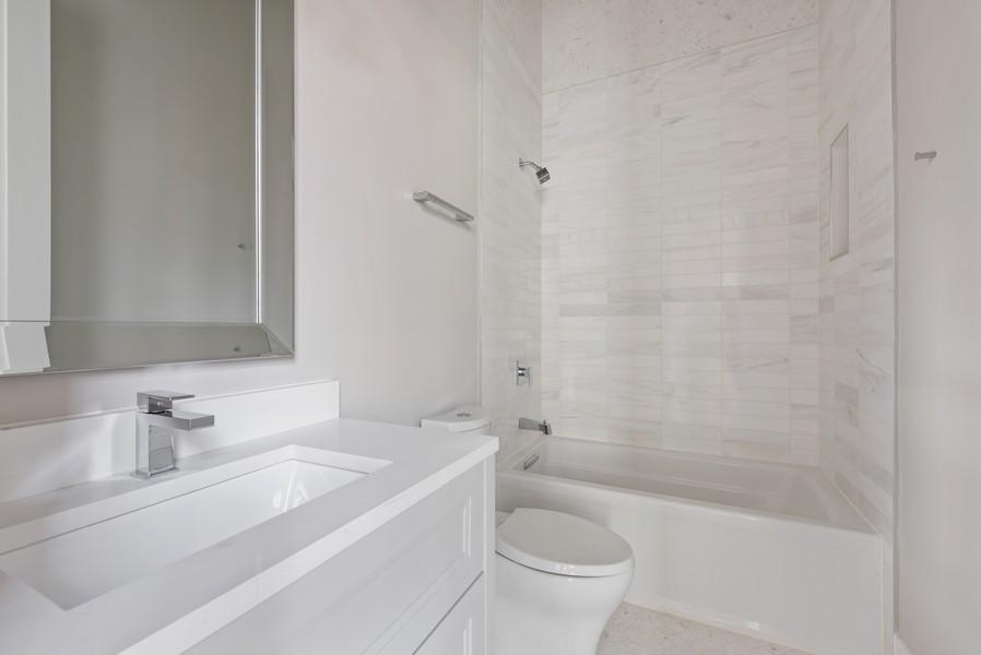 Real Estate Photography - 901 Bluff Rd, Glencoe, IL, 60022 - 2nd Bathroom