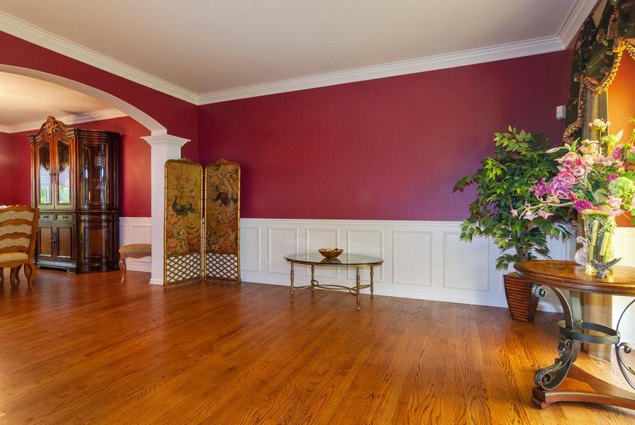 Real Estate Photography - 915 Burnham Court, Aurora, IL, 60502 - Living Room