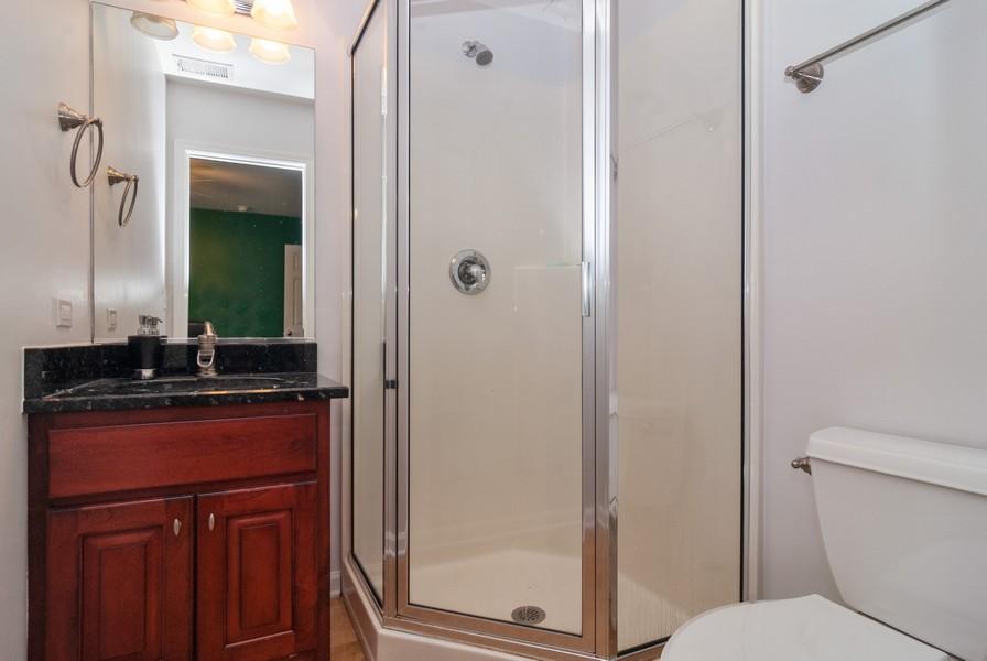Real Estate Photography - 915 Burnham Court, Aurora, IL, 60502 - 3rd Bathroom