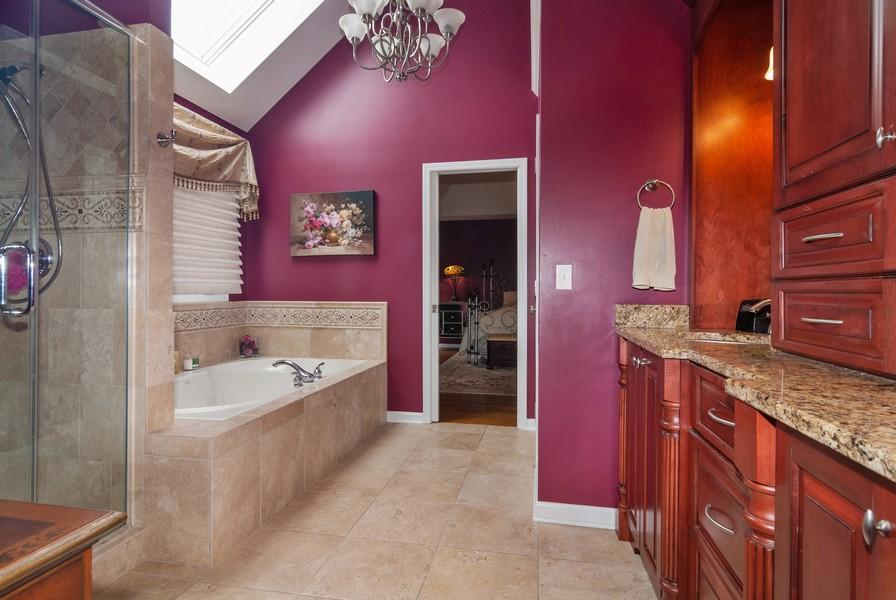 Real Estate Photography - 915 Burnham Court, Aurora, IL, 60502 - Master Bathroom