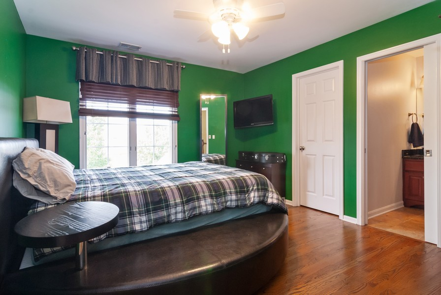 Real Estate Photography - 915 Burnham Court, Aurora, IL, 60502 - 2nd Bedroom