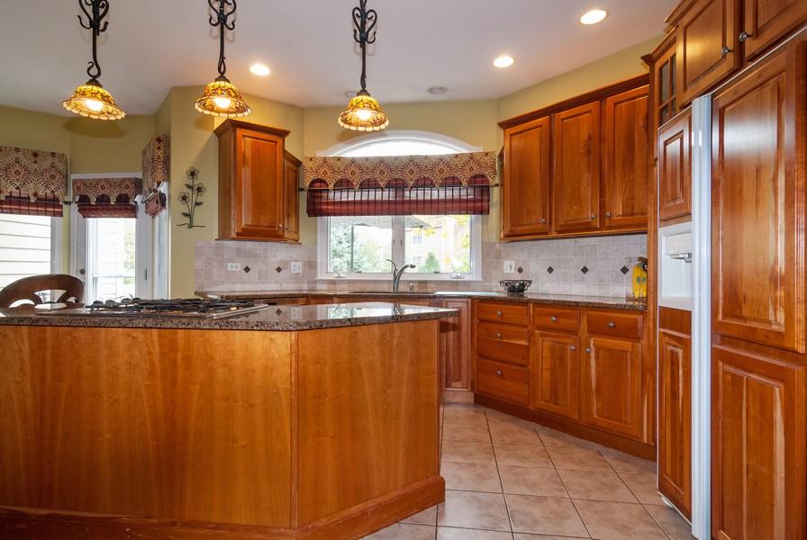 Real Estate Photography - 915 Burnham Court, Aurora, IL, 60502 - Kitchen