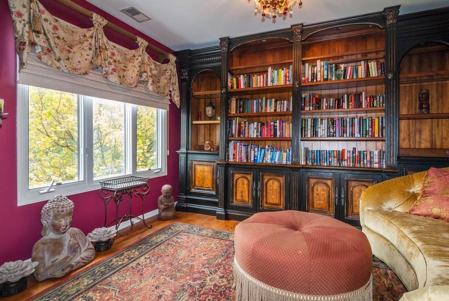Real Estate Photography - 915 Burnham Court, Aurora, IL, 60502 - Master Bedroom