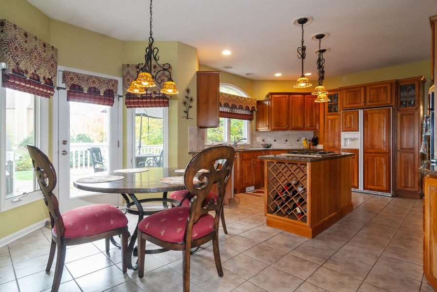 Real Estate Photography - 915 Burnham Court, Aurora, IL, 60502 - Kitchen / Breakfast Room