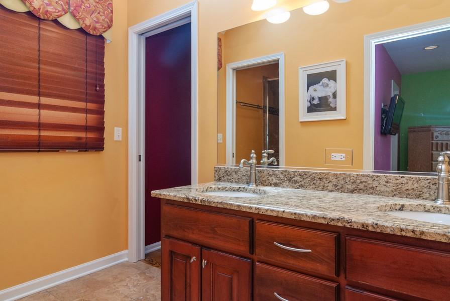 Real Estate Photography - 915 Burnham Court, Aurora, IL, 60502 - 2nd Bathroom