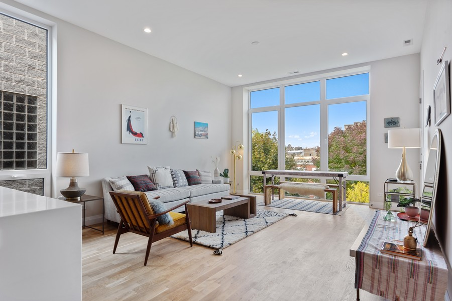 Real Estate Photography - 2721 W Haddon, 3W, Chicago, IL, 60622 - Living Room