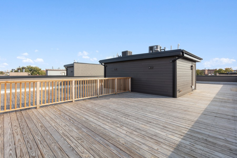 Real Estate Photography - 2721 W Haddon, 3W, Chicago, IL, 60622 - Roofdeck (dedicated for top floor units)