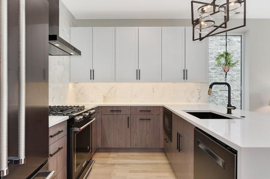 Real Estate Photography - 2721 W Haddon, 3W, Chicago, IL, 60622 - Kitchen