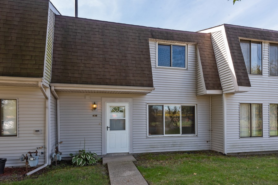 Real Estate Photography - 367 E 59Th Place, Merriville, IN, 46410 - Front View