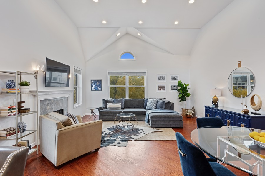 Real Estate Photography - 3971 S Ellis St, chicago, IL, 60653 - Living Room
