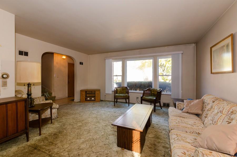 Real Estate Photography - 5319 Arcadia, Skokie, IL, 60077 - Living Room
