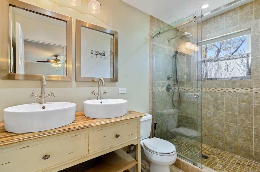 Real Estate Photography - 880 Huckleberry, Northbrook, IL, 60062 - Master Bathroom