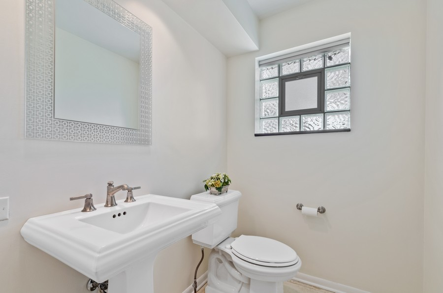 Real Estate Photography - 880 Huckleberry, Northbrook, IL, 60062 - Powder Room