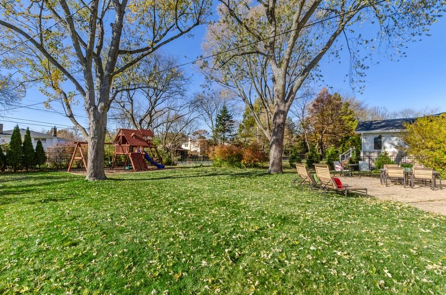 Real Estate Photography - 880 Huckleberry, Northbrook, IL, 60062 - Back Yard