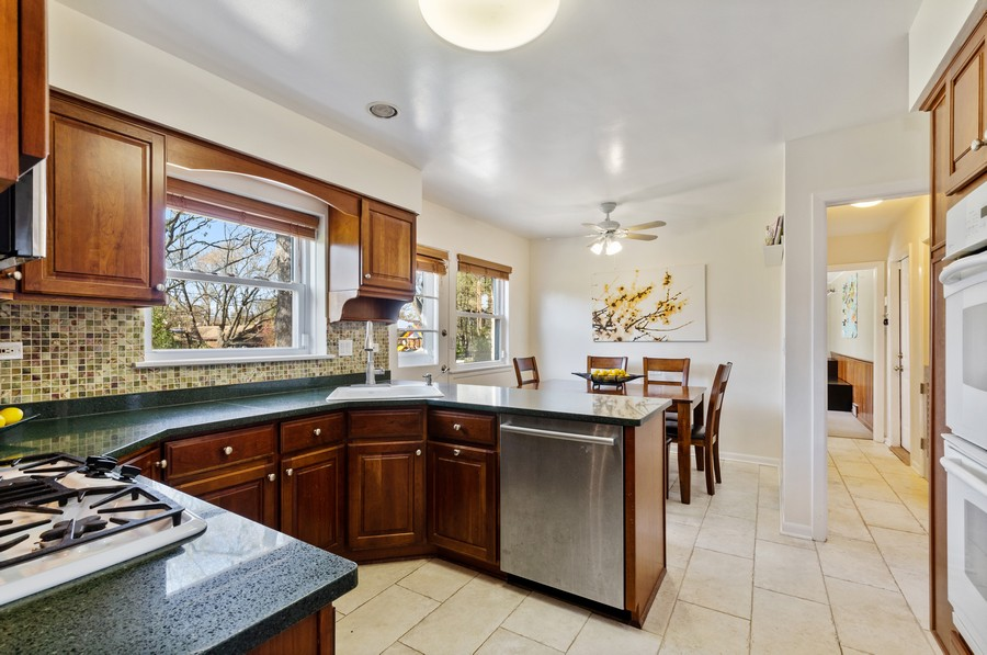 Real Estate Photography - 880 Huckleberry, Northbrook, IL, 60062 - Kitchen