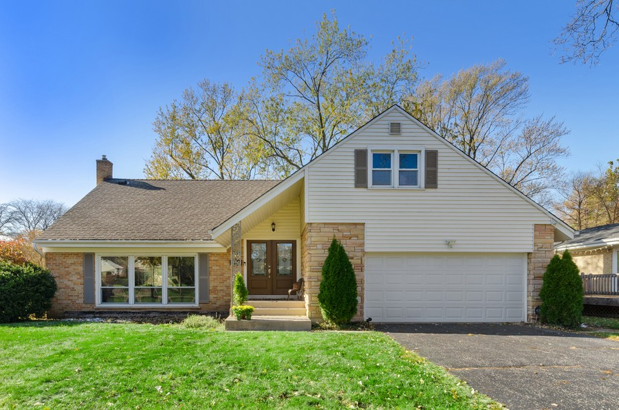 Real Estate Photography - 880 Huckleberry, Northbrook, IL, 60062 - Front View