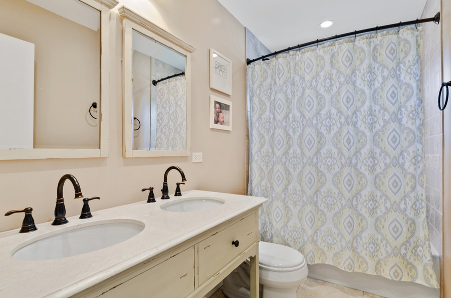 Real Estate Photography - 880 Huckleberry, Northbrook, IL, 60062 - Bathroom
