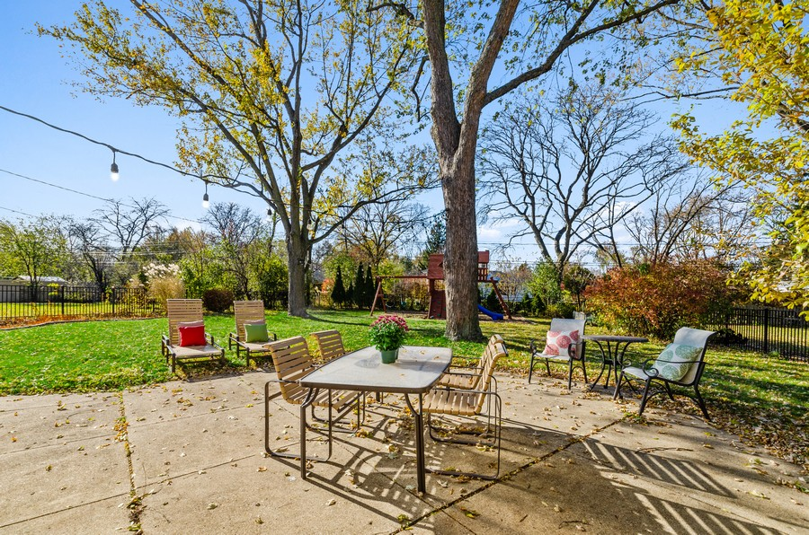 Real Estate Photography - 880 Huckleberry, Northbrook, IL, 60062 - Patio