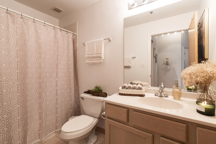 Real Estate Photography - 41 E 8th St, Chicago, IL, 60605 - 2nd Bathroom
