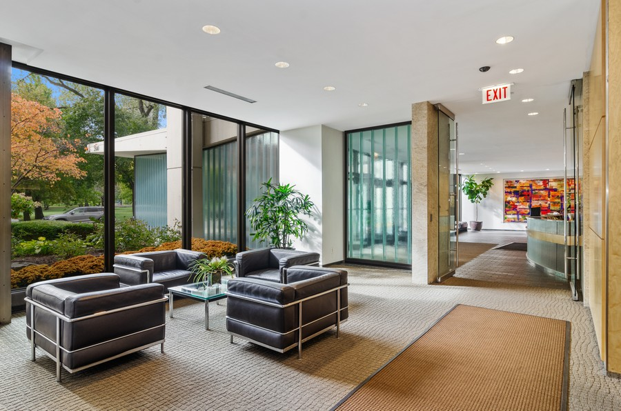 Real Estate Photography - 2800 N. Lake Shore Drive, Unit 1716, Chicago, IL, 60657 - Lobby