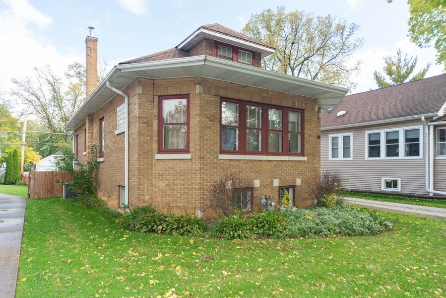 Real Estate Photography - 611 S Saylor, Elmhurst, IL, 60126 - Front View
