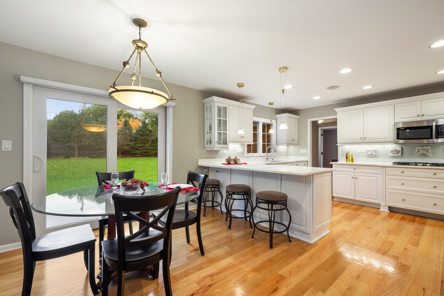 Real Estate Photography - 108 Fox Hunt Trl, Barrington, IL, 60010 - Kitchen / Breakfast Room