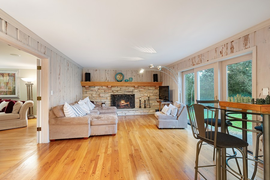 Real Estate Photography - 108 Fox Hunt Trl, Barrington, IL, 60010 - Family Room