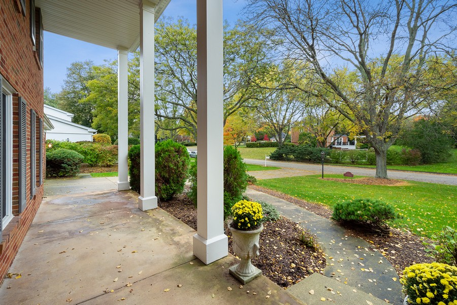 Real Estate Photography - 108 Fox Hunt Trl, Barrington, IL, 60010 - Porch
