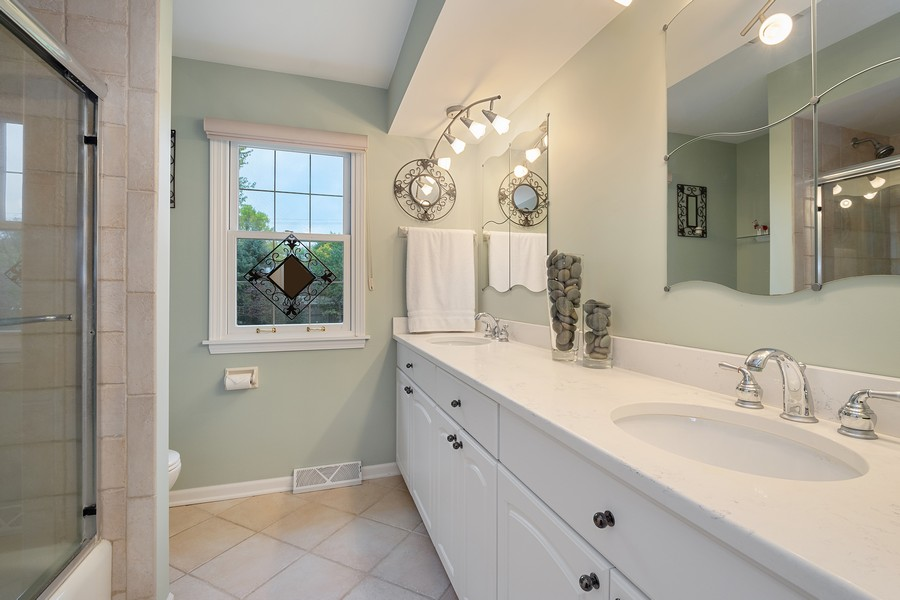 Real Estate Photography - 108 Fox Hunt Trl, Barrington, IL, 60010 - 2nd Bathroom