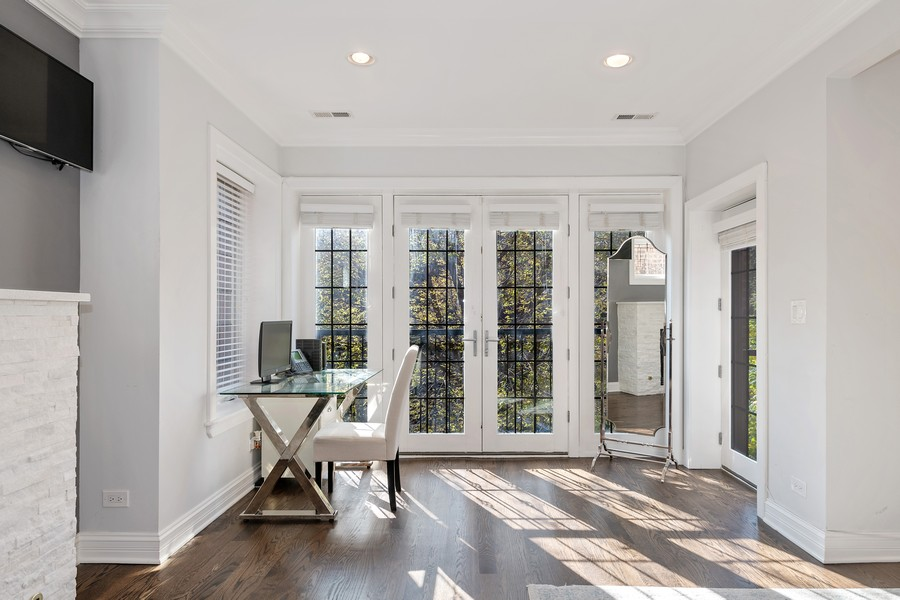 Real Estate Photography - 1252 W Roscoe ST, Chicago, IL, 60657 -