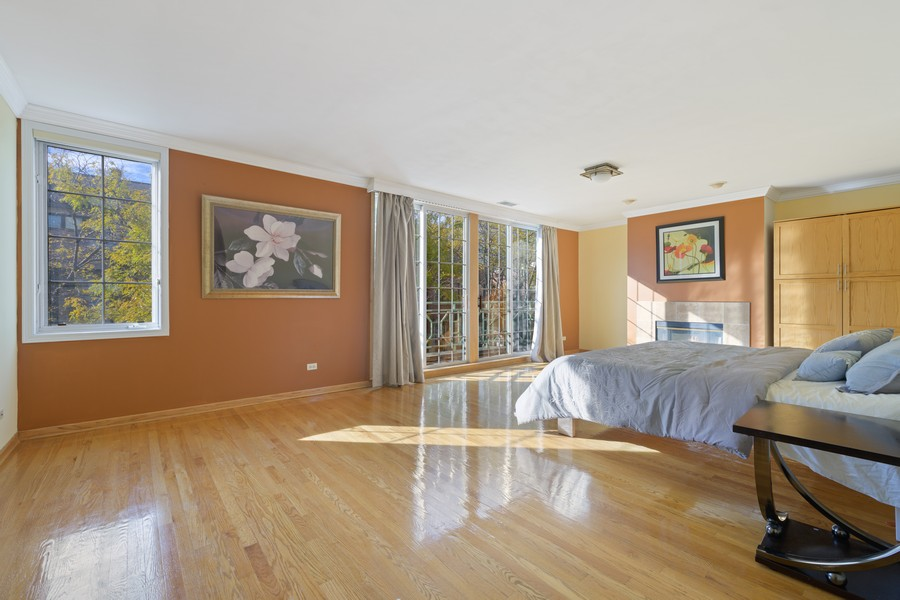 Real Estate Photography - 1433 S Prairie Ave, Chicago, IL, 60605 - Master Bedroom