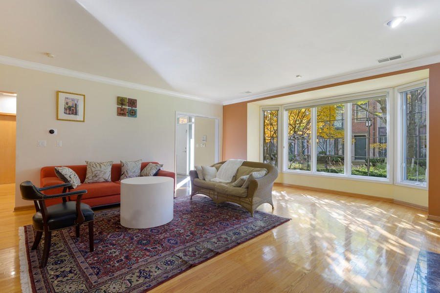 Real Estate Photography - 1433 S Prairie Ave, Chicago, IL, 60605 - Living Room