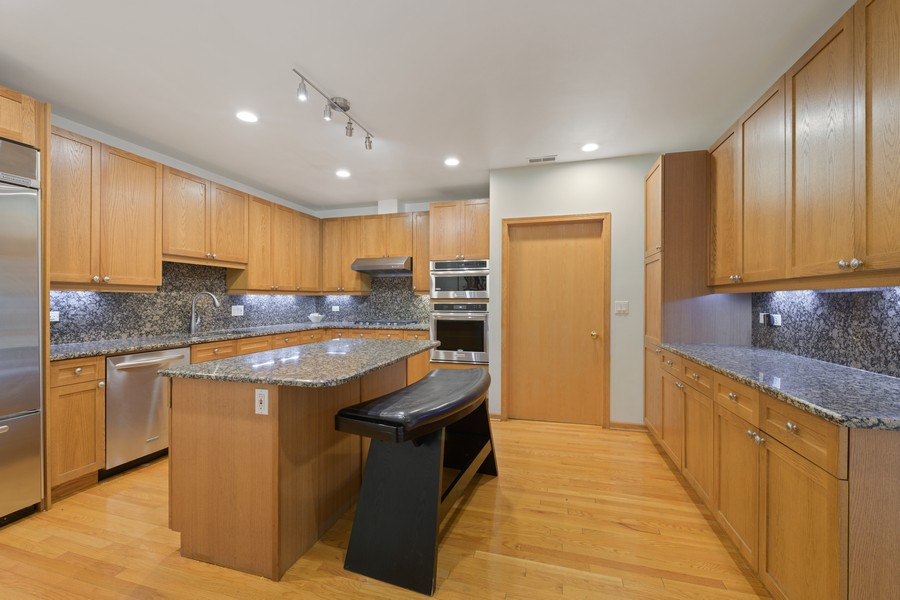 Real Estate Photography - 1433 S Prairie Ave, Chicago, IL, 60605 - Kitchen