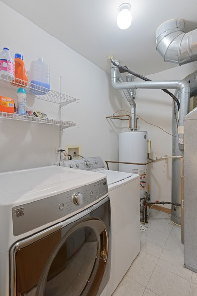 Real Estate Photography - 1433 S Prairie Ave, Chicago, IL, 60605 - Laundry Room
