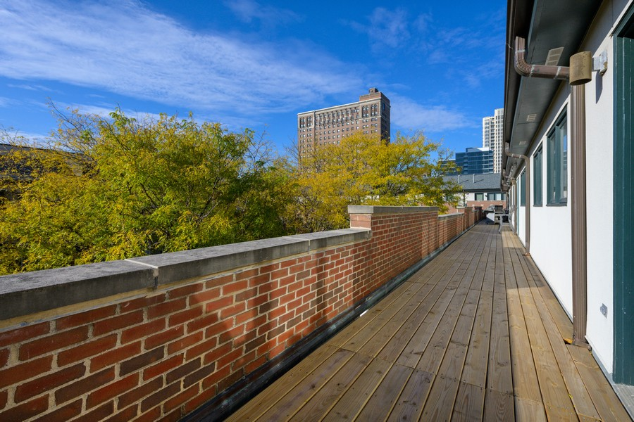 Real Estate Photography - 1433 S Prairie Ave, Chicago, IL, 60605 - Deck
