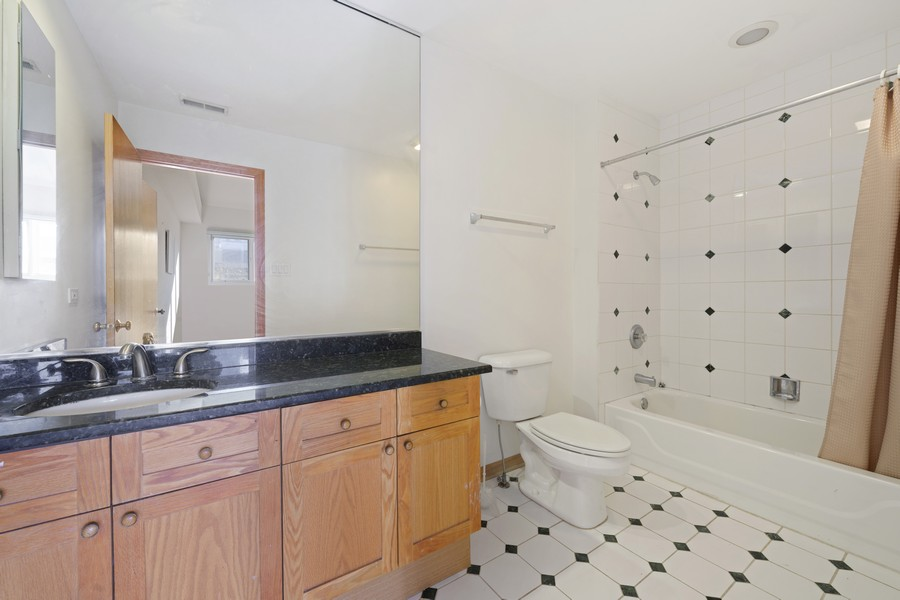 Real Estate Photography - 1433 S Prairie Ave, Chicago, IL, 60605 - Bathroom