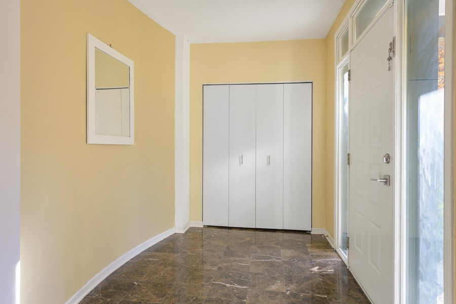 Real Estate Photography - 1433 S Prairie Ave, Chicago, IL, 60605 - Entryway
