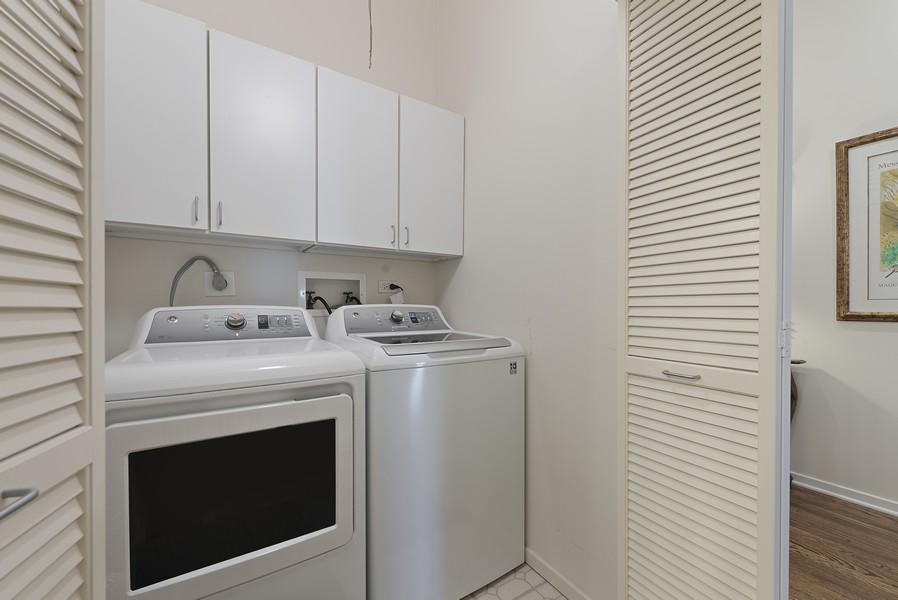Real Estate Photography - 360 W Illinois Street, Apt 9D, Chicago, IL, 60654 - Laundry Room