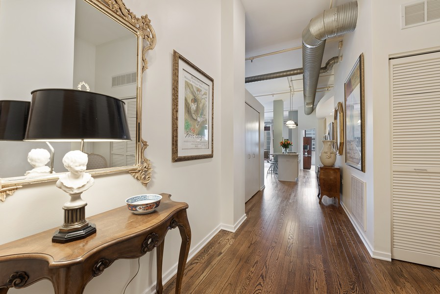Real Estate Photography - 360 W Illinois Street, Apt 9D, Chicago, IL, 60654 - Entryway
