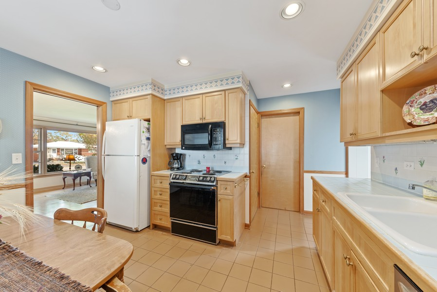 Real Estate Photography - 610 N Wilshire, Arlington Heights, IL, 60004 - Kitchen / Breakfast Room