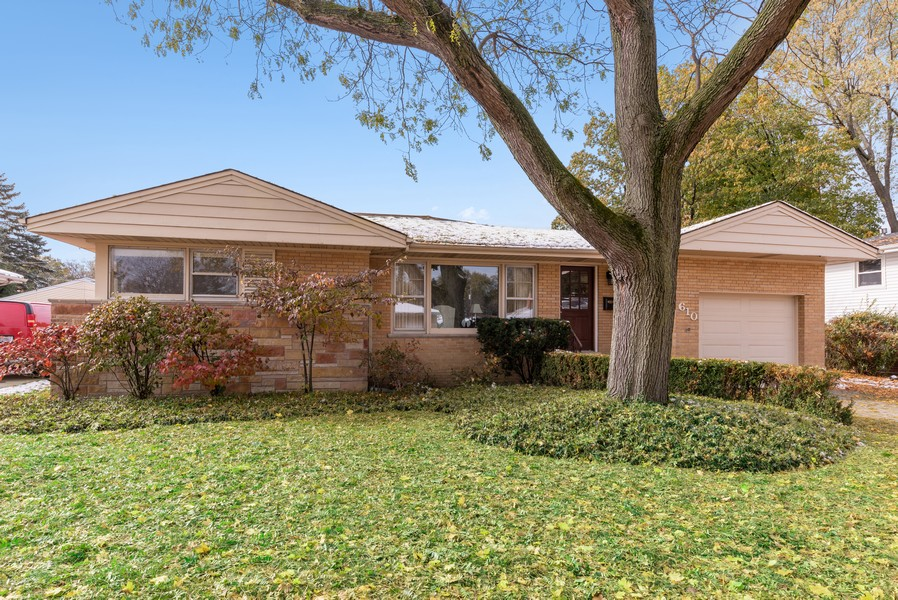 Real Estate Photography - 610 N Wilshire, Arlington Heights, IL, 60004 - Front View
