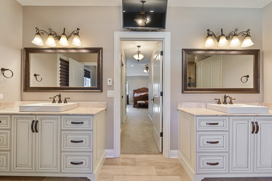Real Estate Photography - 4425 Oakwood Ave, Downers Grove, IL, 60515 - Master Bathroom