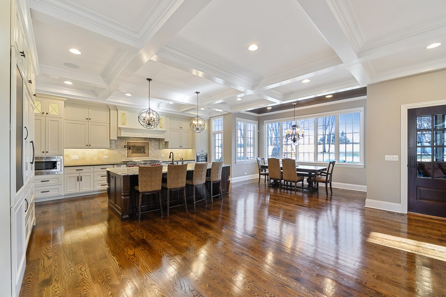 Real Estate Photography - 4425 Oakwood Ave, Downers Grove, IL, 60515 - Kitchen / Breakfast Room