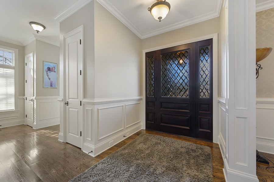 Real Estate Photography - 4425 Oakwood Ave, Downers Grove, IL, 60515 - Foyer