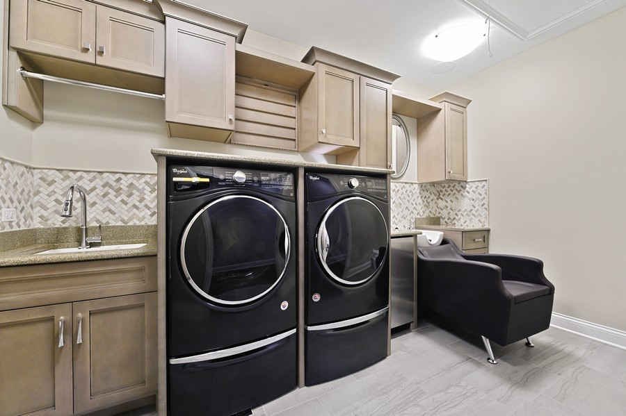 Real Estate Photography - 4425 Oakwood Ave, Downers Grove, IL, 60515 - Laundry Room