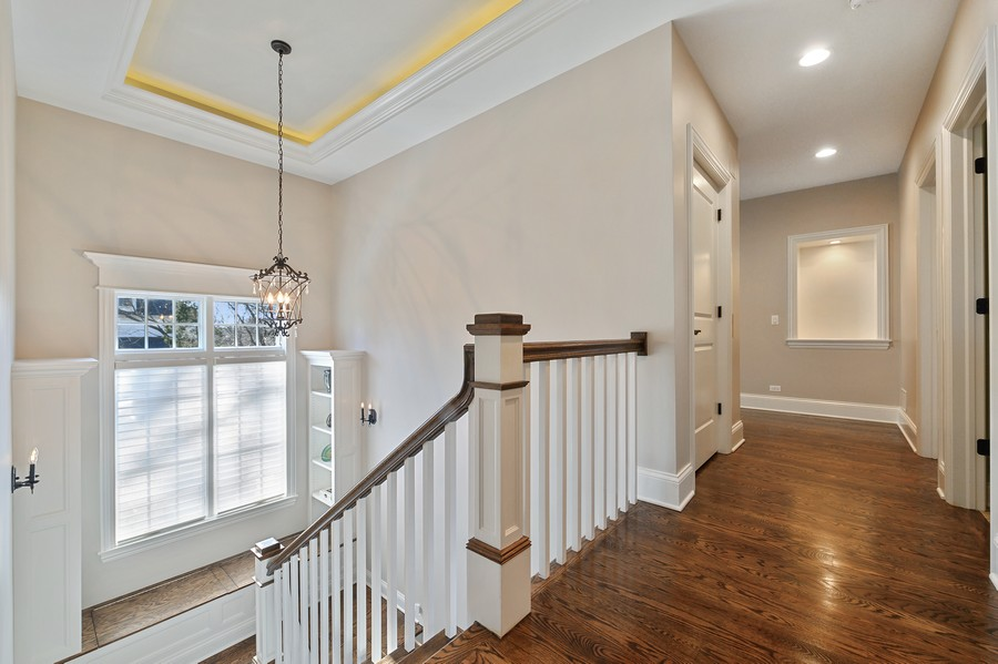 Real Estate Photography - 4425 Oakwood Ave, Downers Grove, IL, 60515 - 2nd Floor Landing