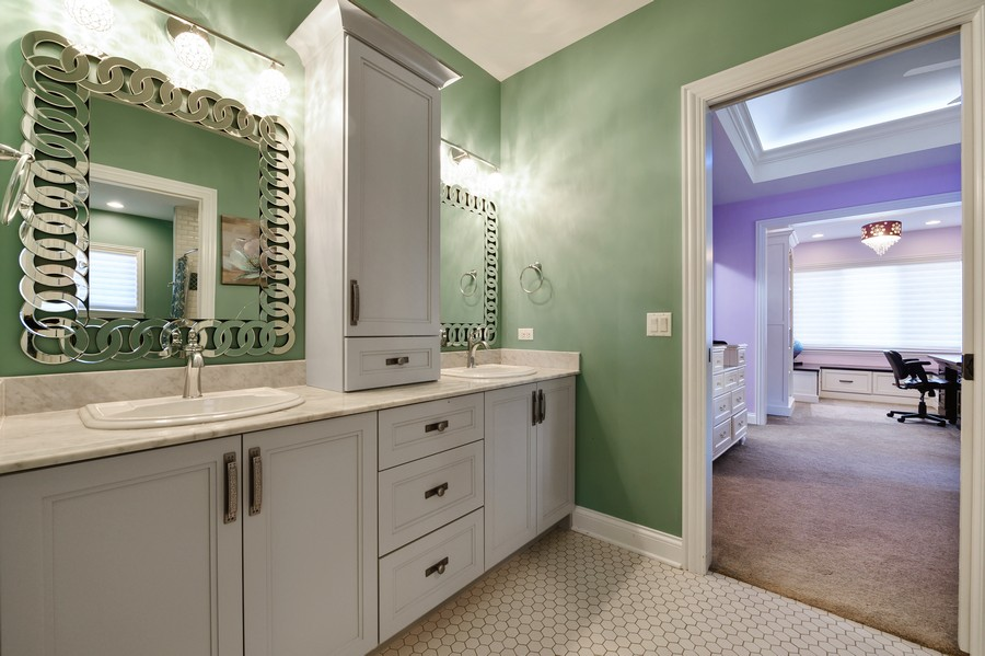 Real Estate Photography - 4425 Oakwood Ave, Downers Grove, IL, 60515 - Jack and Jill Bath