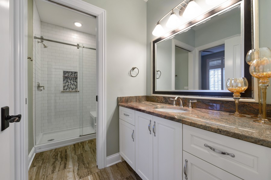 Real Estate Photography - 4425 Oakwood Ave, Downers Grove, IL, 60515 - Guest Bath