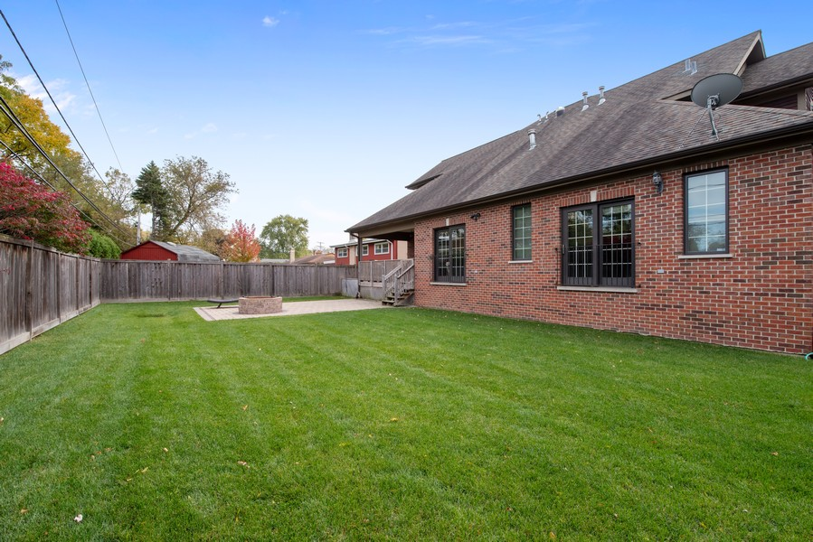 Real Estate Photography - 1406 E Lake Ave, Glenview, IL, 60025 - Back Yard